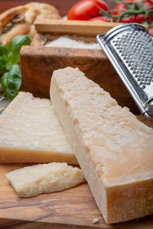 Original italian cheese, aged Parmesan cow milk cheese, pieces and grated Parmigiano-Reggiano close up Archivio Fotografico
