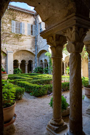 St Remy de Provence, Bouches du Rhone, Provence, France, 11.05.2019. Yard in  the monastery of St. Paul de Mausole. Archivio Fotografico