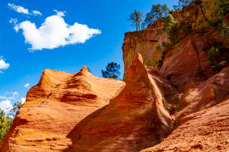 Large colorful ochre deposits, located in Roussillon, small Provensal town in  Natural Regional Park of Luberon, South of France, pigment for paint Imagens