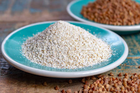 Healthy diet superfood buckwheat groats and flour used for making delicious pasta, noodles, pancaces and kasha in many countries close up 免版税图像 - 125659290