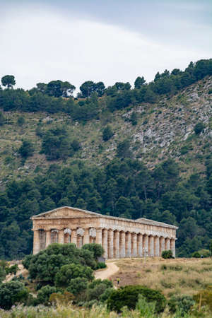 landscape with old Greek Doric temple of Segesta, Sicily, Italy 版權商用圖片