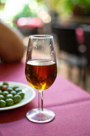 Sherry wine tasting in wine cellars, selection of different jerez fortified wines from dry to very sweet in glasses, Jerez de la Frontera, Andalusia, Spain 스톡 콘텐츠