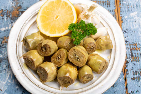 Marinated artichokes hearts with garlic, lemon and olive oil close up 写真素材
