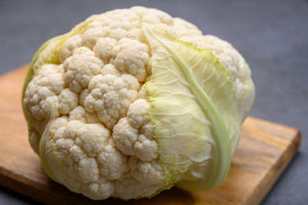 Fresh whole head of white organic cauliflower cabbage ready to cook Imagens