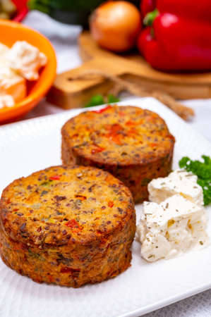 Tasty organic vegetarian food, burgers with Greek feta cheese, sweet red paprika, green olives and zucchini Banque d'images