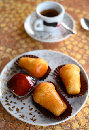 Classic italian espresso coffee served with homemade rum baba soft cake close up Archivio Fotografico