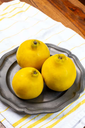 Group of ripe yellow quince apples close up 写真素材 - 155373784