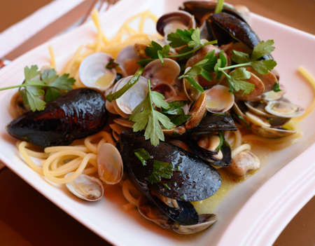 Frech homemade spaghetti pasta with vongole sea sheels, musseld and parsley close up 写真素材