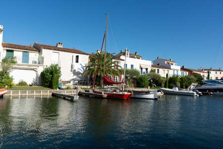 Travel and summer vacation destination, view on houses, roofs, canals and boats in Port Grimaud, Var, Provence, French Riviera, France 報道画像