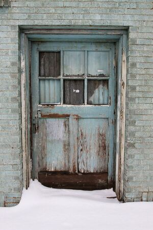 Blue door with snow 版權商用圖片