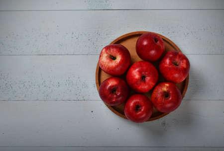 productos quimicos: manzanas rojas orgánicas, que crecen sin productos químicos