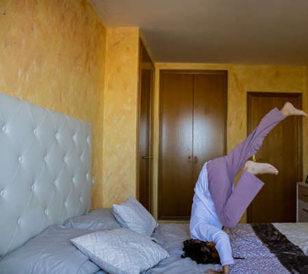 Little girl jumping in bed in pajamas Stockfoto - 133283875
