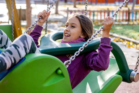 Little girl posing in the village park Stockfoto - 136663793