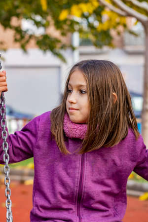 Little girl playing in the village park Stockfoto - 137765971