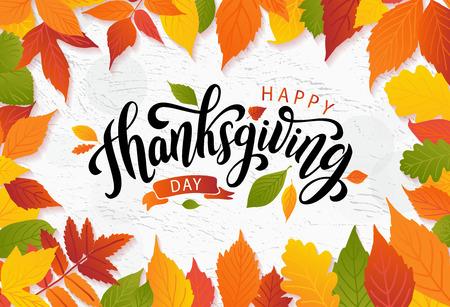 Happy thanksgiving day met herfstbladeren. Hand getrokken tekst belettering. Vector illustratie. Script. Kalligrafisch ontwerp voor print wenskaart, shirt, spandoek, poster. Kleurrijk dalingsframe