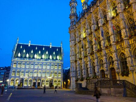 Dawn in Grote Markt (Main Market square) with the illuminated City Hall in Leuven, Belgium Stok Fotoğraf