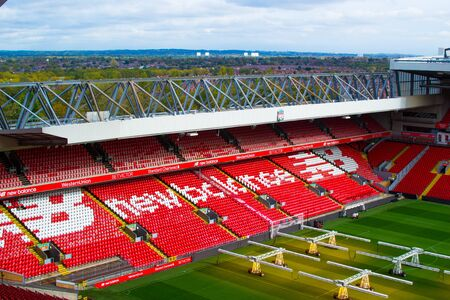 Liverpool, Engeland, Verenigd Koninkrijk; 15-10-2018: Lege rode trappen of terrassen van Anfield, Liverpool's FC Stadium, tijdens een tour