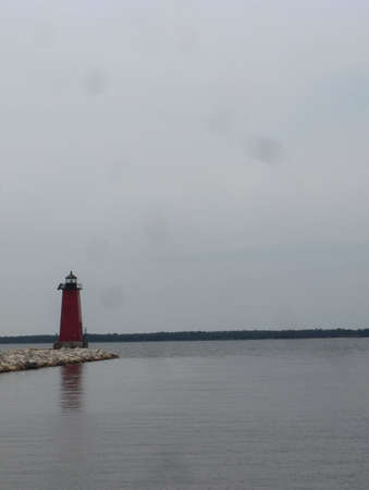 lake michigan lighthouse: Luz Casa en el lago Michigan  Foto de archivo