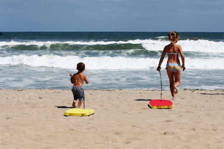 boogie: Kids with boogie boards on the beach
