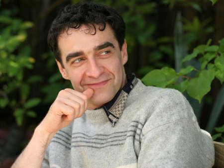 Oudere man glimlachend Stockfoto