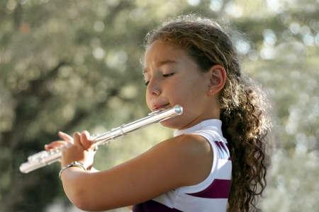 flauta: Muchacha con una flauta