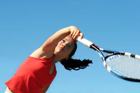 jugando tenis: Muchacha que juega a tenis Foto de archivo