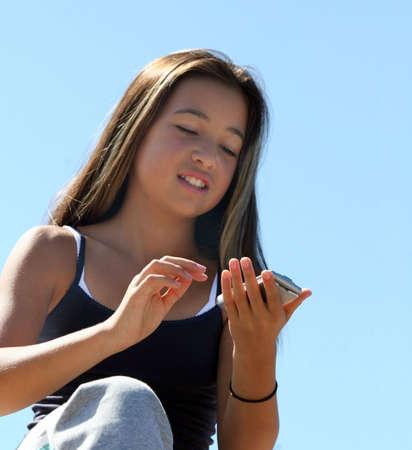 mococa: Teenage girl dialing a number