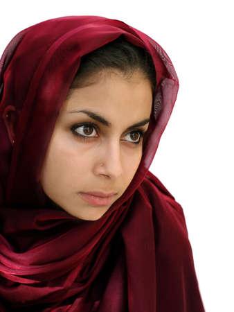 fille arabe: Beaut� orientale moyenne dans une �charpe Banque d'images