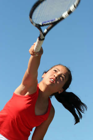 테니스를하는 어린 소녀