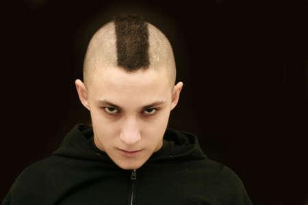 punk hair: Gar�on avec le mod�le mohican de cheveux