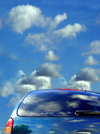Blue sky and clouds reflected in the car Imagens