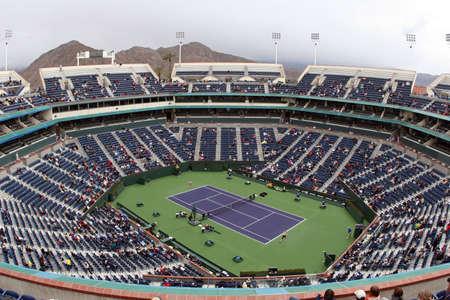 tennis stadium: Pista de tenis en el Pacific Life Open