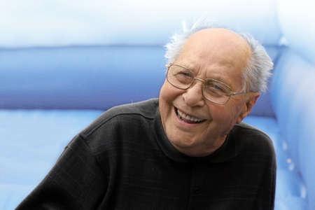 reyes magos: Laughing anciano  Foto de archivo
