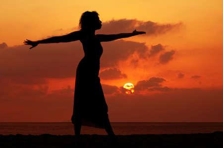 Image dramatique de l'océan au coucher du soleil  Banque d'images - 637493