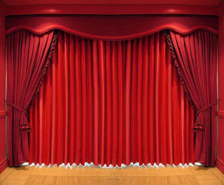 Sierlijke rode gordijnen die het hele venster Stockfoto