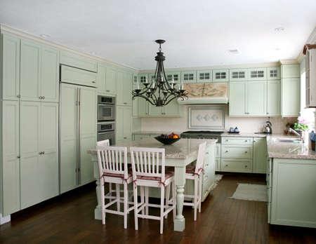 stile country: Stile country pistacchio cucina con isola  Archivio Fotografico