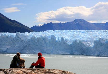 perito: Couple looking at Perito Moreno Glacier, Patagonia, Argentina