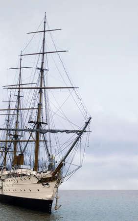 The vintage sailing ship in the ocean Standard-Bild