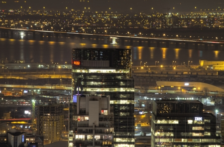 Kanada, Montreal, december 14, 2012 - Éjszakai városkép Montreal székhelyű informatikai és ügyviteli szolgáltató vállalat CGI