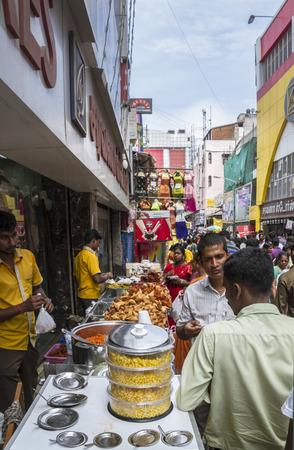 Élelmiszer standokon Indiai bevásárló utca a kukorica és sült indiai konyha Sajtókép