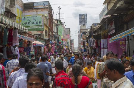 Zsúfolt Ranganathan bevásárló utca Chennai, Madras, India