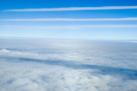 skyscape: Foto a�rea, mostrando hermosos skyscape. Azul cielo cubierto de nubes differnet. Foto de archivo