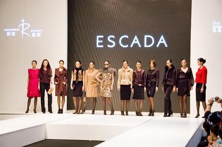 modelo en pasarela: CHINA, SHENZHEN - 27 de septiembre: Semana de la moda, modelos de promoci�n marcas europeas, en Shenzhen, China, el 27 de septiembre de 2009. Editorial