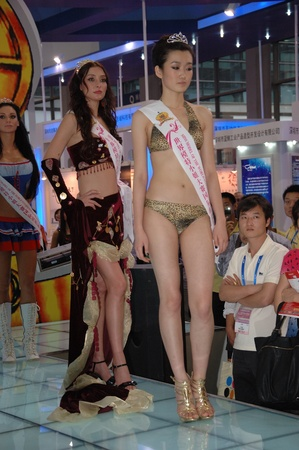 shenzhen: CHINA, SHENZHEN - MAY 15: The 22nd Miss Model of The World runway show on May 15, 2010 in Shenzhen. Editorial