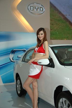 Chine, SHENZHEN - 14 juin : Shenzhen et Hong Kong-Macao Auto Show, modèle chinois présente des voitures BYD le 14 juin 2010 à Shenzhen.