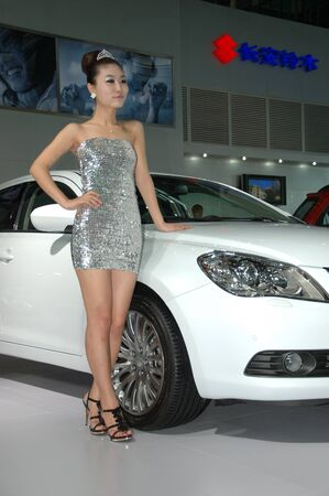 Chine, SHENZHEN - 14 juin : Shenzhen et Hong Kong-Macao Auto Show, modèle chinois présente Suzuki le 14 juin 2010 à Shenzhen.