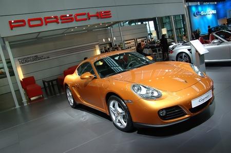 14: CHINA, SHENZHEN - 14 de junio: Shenzhen-Hong Kong-Macao Auto Show, Porsche present� el 14 de junio de 2010 en Shenzhen. Editorial