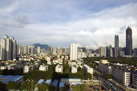hing: SHENZHEN, CHINA - el 14 de septiembre: Distrito de Luohu con dos rascacielos m�s altos en Shenzhen el 14 de septiembre de 2010. Shun Hing Square, llamado tambi�n como Dewang - 384 metros y torre de finanzas Kingkey ? 441 metros, a�n en construcci�n.