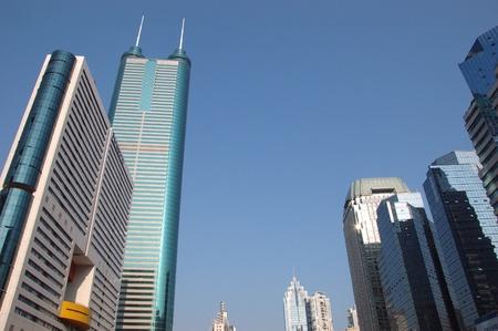 hing: SHENZHEN, CHINA - el 31 de octubre: Modernos rascacielos en distrito Luohu de Shenzhen el 31 de octubre de 2010. Este a�o es el 30 aniversario de la zona econ�mica especial de Shenzhen.