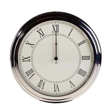 mediodía: Medianoche o mediod�a del reloj retro aislada sobre fondo blanco.